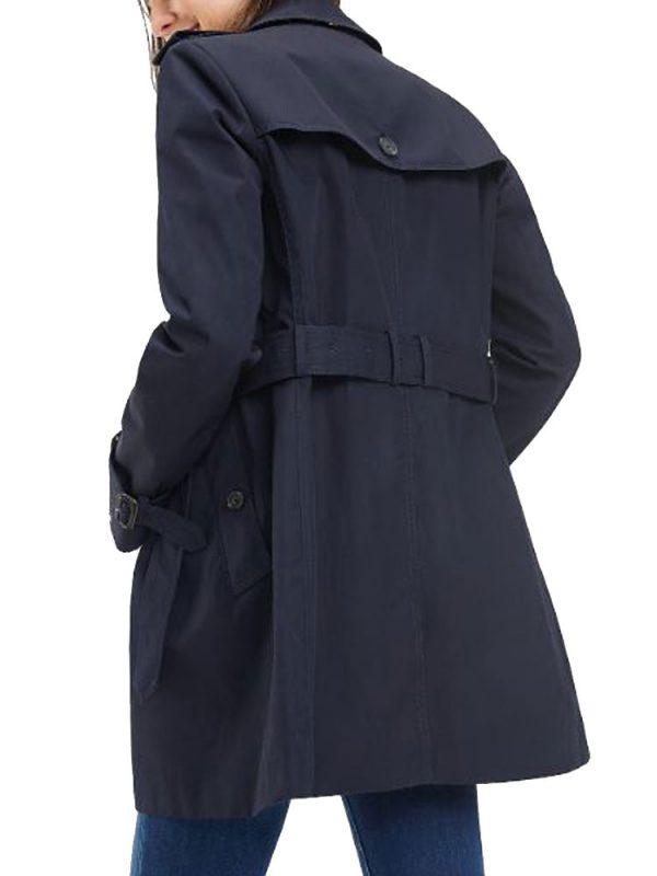 fleabag-phoebe-waller-bridge-trench-coat