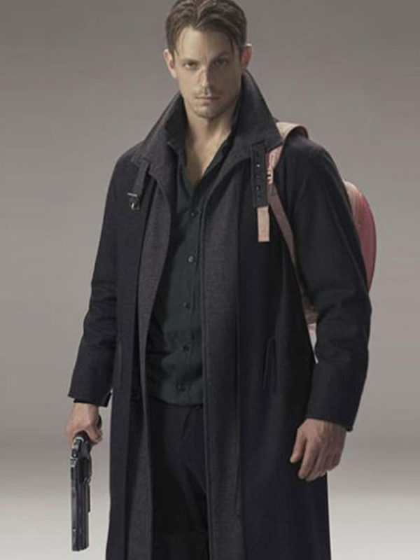 joel-kinnaman-altered-carbon-coat