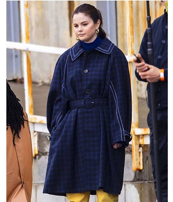 selena-gomez-only-murders-in-the-building-trench-coat